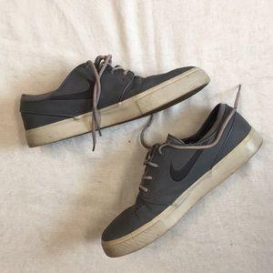 Gray Nike Stefan Janoski Skateboard Shoe